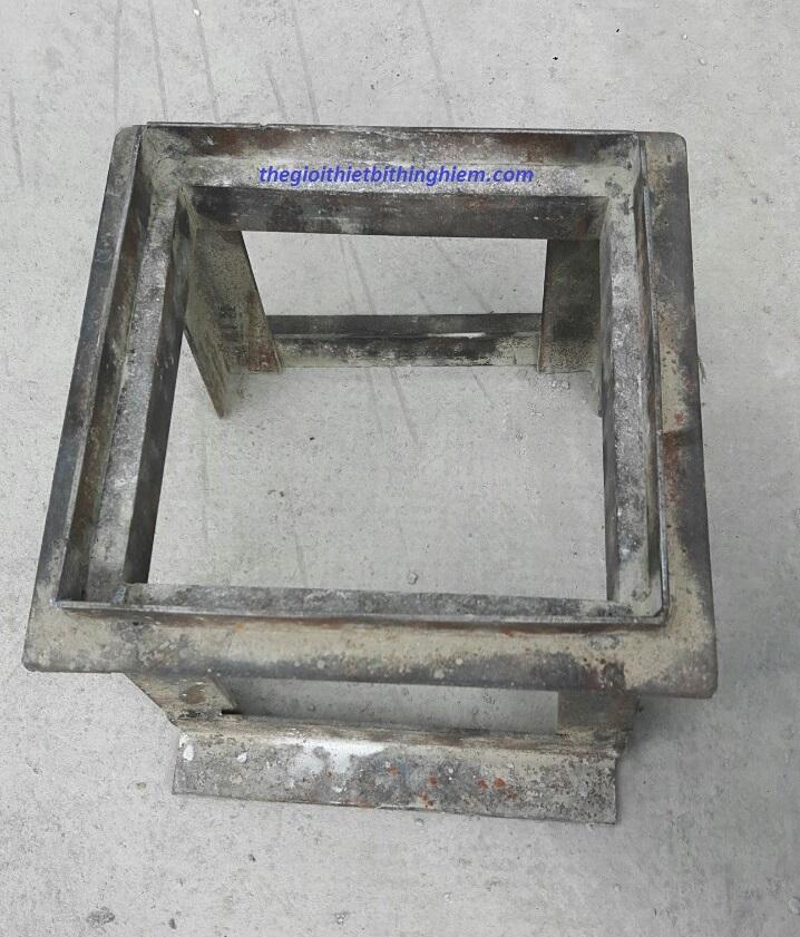 bo-lay-mau-be-tong-ra-khoi-khuon-nhua